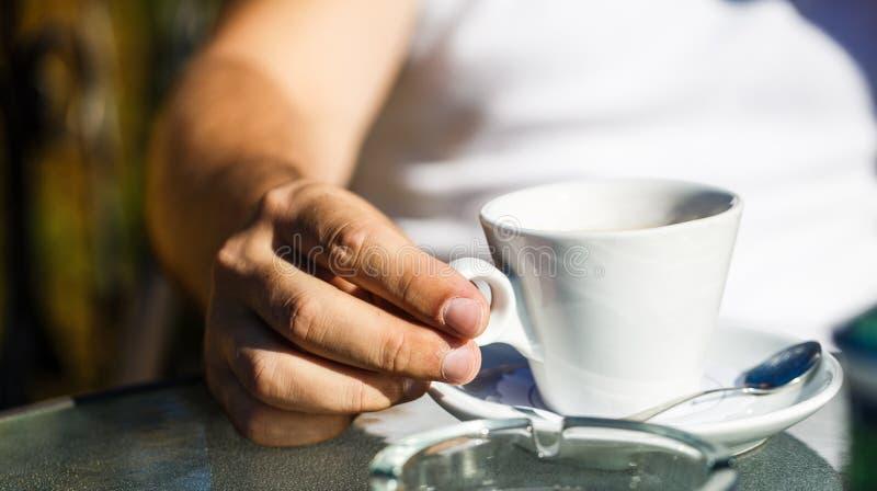 Φλιτζάνι του καφέ r το ποτό καφέ απομόνωσε το λευκό r στοκ φωτογραφίες