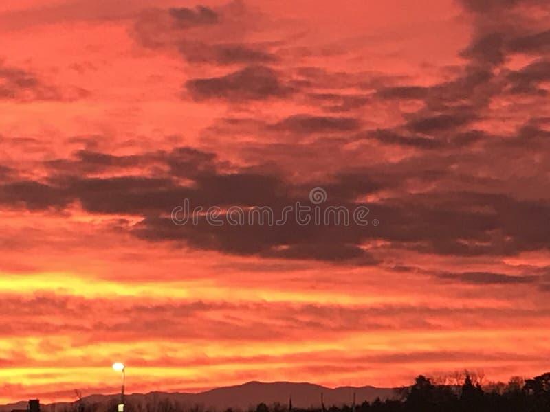 Φλογερός πορτοκαλής ουρανός στοκ εικόνα με δικαίωμα ελεύθερης χρήσης