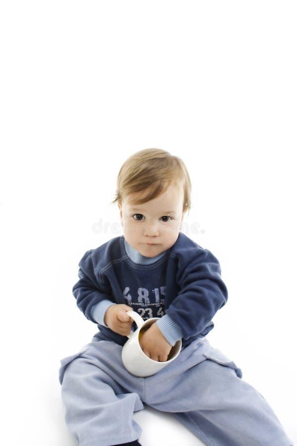 φλυτζάνι αγοριών λίγο παι&c στοκ εικόνα