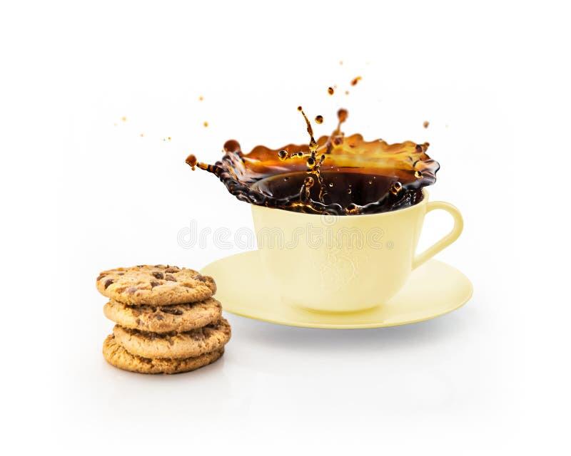 φλυτζάνι του ραντίσματος του καφέ που απομονώνεται στο λευκό στοκ εικόνες