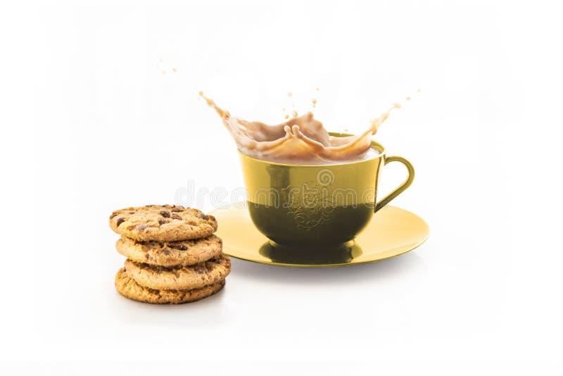 φλυτζάνι του ραντίσματος του καφέ που απομονώνεται στο λευκό στοκ φωτογραφία με δικαίωμα ελεύθερης χρήσης