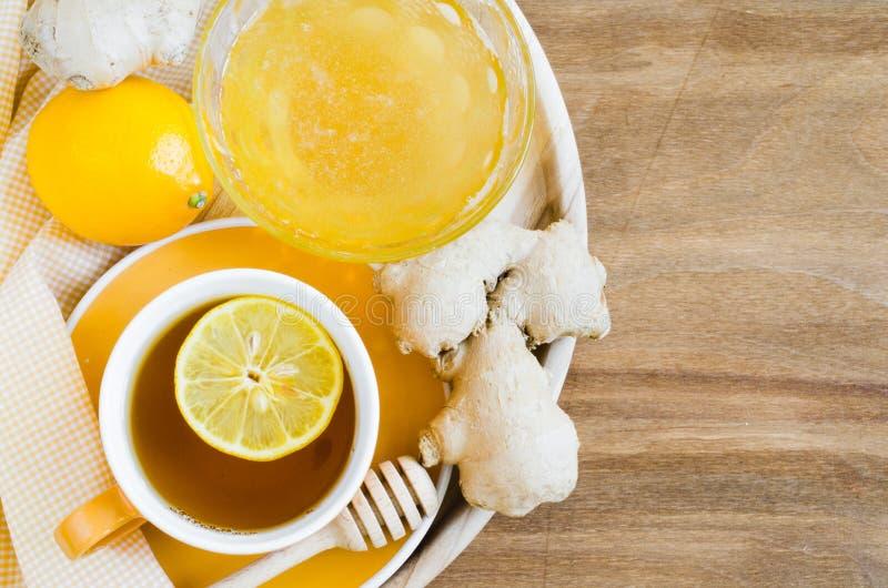 Φλυτζάνι του τσαγιού με την πιπερόριζα και το μέλι λεμονιών στοκ εικόνες με δικαίωμα ελεύθερης χρήσης
