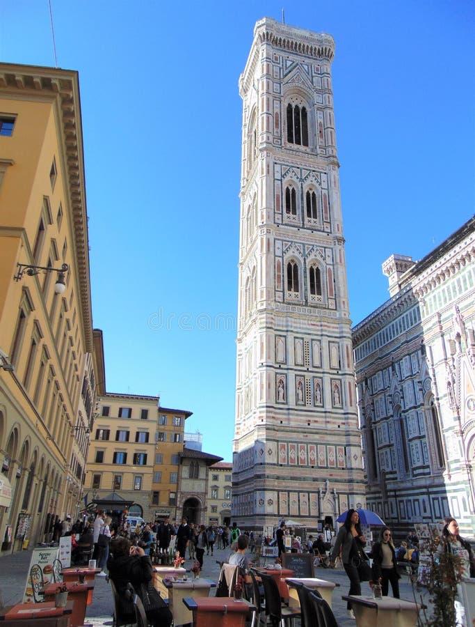 Φλωρεντία Ιταλία Τοσκάνη Άποψη της πλατείας Duomo, ο πύργος κουδουνιών Giotto στοκ φωτογραφία