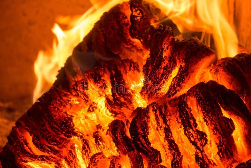 Φλόγα πυρκαγιάς φλόγας στη σόμπα, το πορτοκάλι και το Μαύρο στοκ εικόνα με δικαίωμα ελεύθερης χρήσης