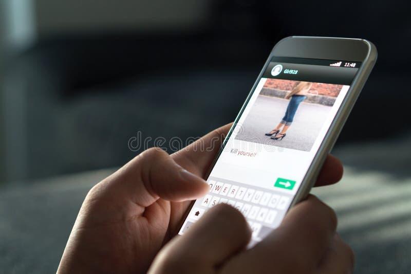 Φοβέρα Cyber και κακή σε απευθείας σύνδεση έννοια συμπεριφοράς στοκ φωτογραφία με δικαίωμα ελεύθερης χρήσης