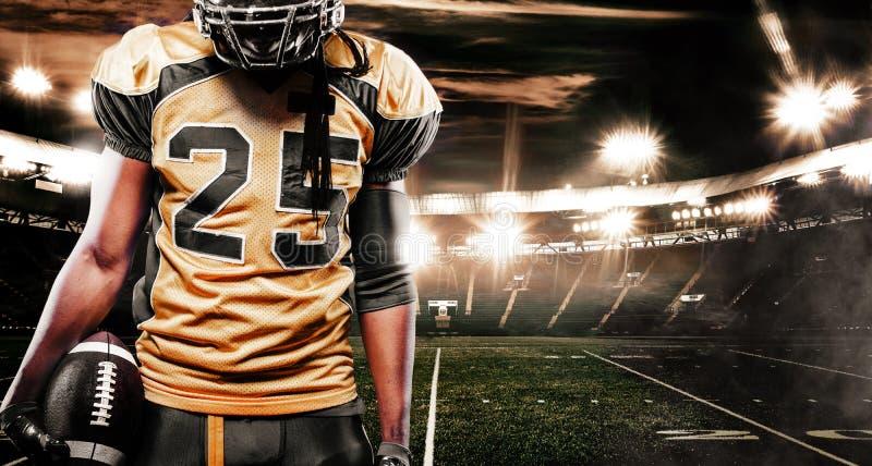 Φορέας αθλητικών τύπων αμερικανικού ποδοσφαίρου στο στάδιο Αθλητική ταπετσαρία με το copyspace στοκ εικόνες