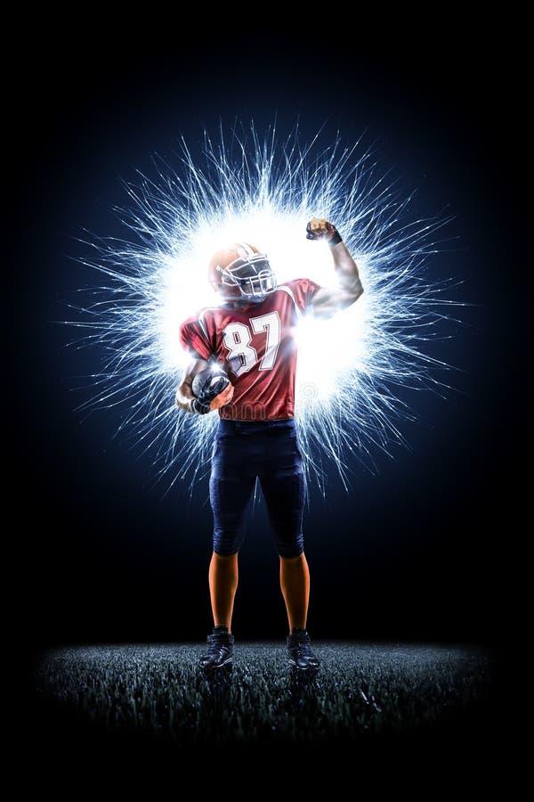 Φορέας αμερικανικού ποδοσφαίρου στη δράση στο Μαύρο στοκ φωτογραφία με δικαίωμα ελεύθερης χρήσης