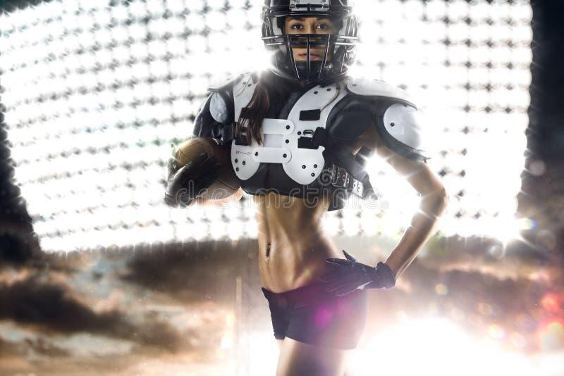 Φορέας γυναικών αμερικανικού ποδοσφαίρου στη δράση στοκ εικόνες