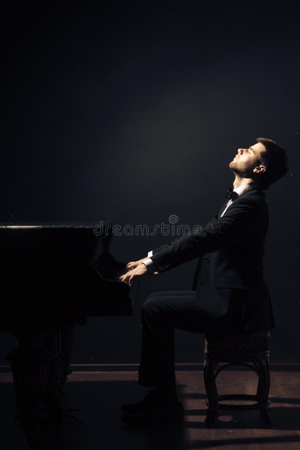 Φορέας μουσικών κλασικής μουσικής πιάνων στοκ φωτογραφία με δικαίωμα ελεύθερης χρήσης
