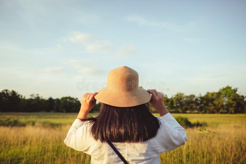 Φορέστε το καπέλο και περιπλανηθείτε στοκ φωτογραφίες