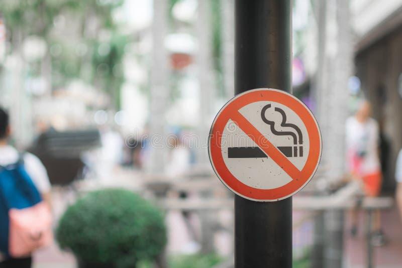 Φορέστε το σημάδι καπνού ` τ με το υπόβαθρο bokeh στοκ φωτογραφία με δικαίωμα ελεύθερης χρήσης
