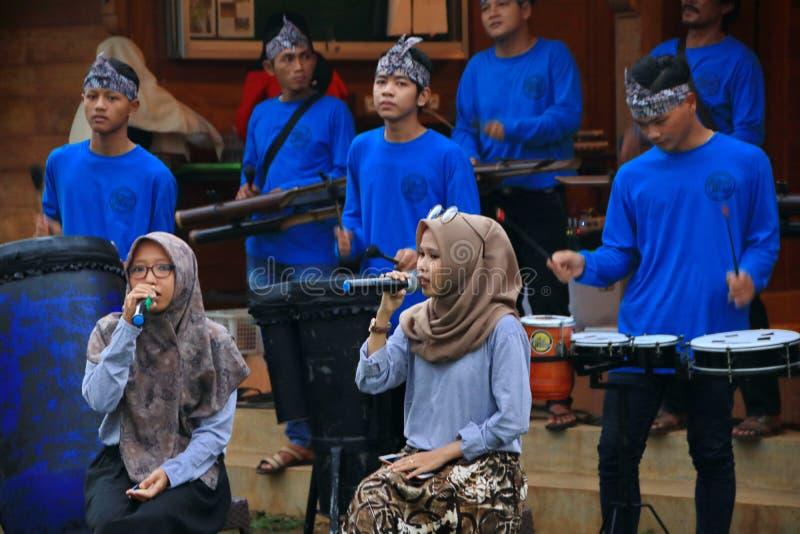 Φορείς Angklung στη δράση σε ένα γεγονός στοκ εικόνες