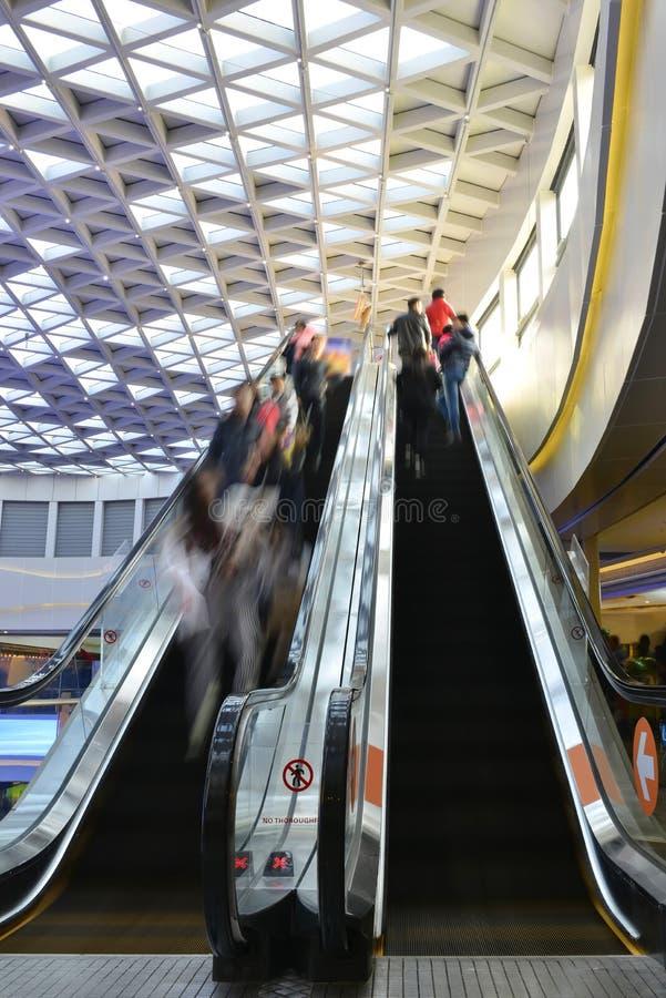 Φορητός ανελκυστήρας σε ένα σύγχρονο κτήριο στοκ εικόνα με δικαίωμα ελεύθερης χρήσης