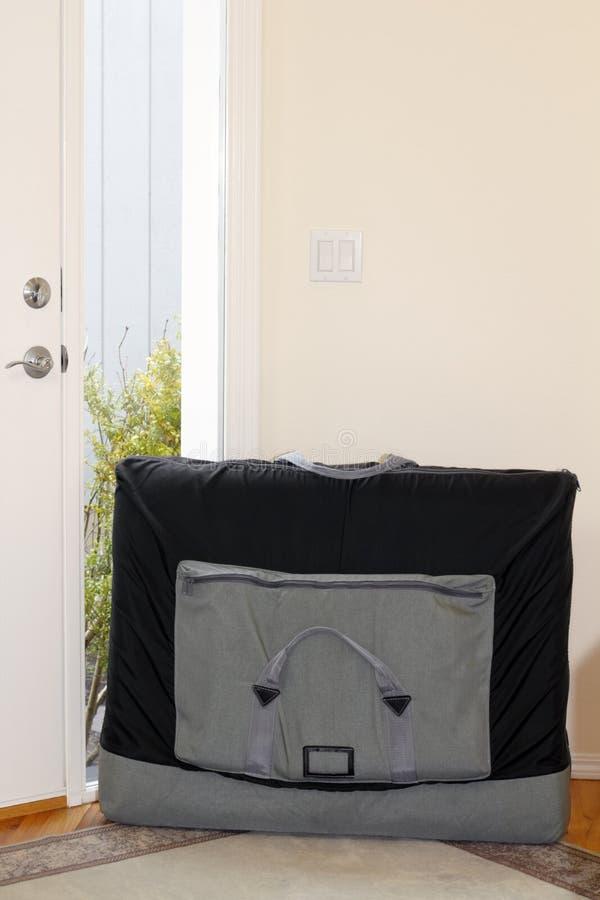 φορητός πίνακας μασάζ στοκ εικόνα με δικαίωμα ελεύθερης χρήσης