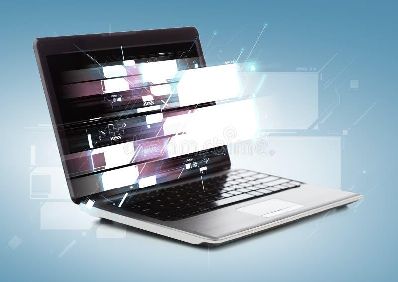Φορητός προσωπικός υπολογιστής με τις εικονικές οθόνες διανυσματική απεικόνιση