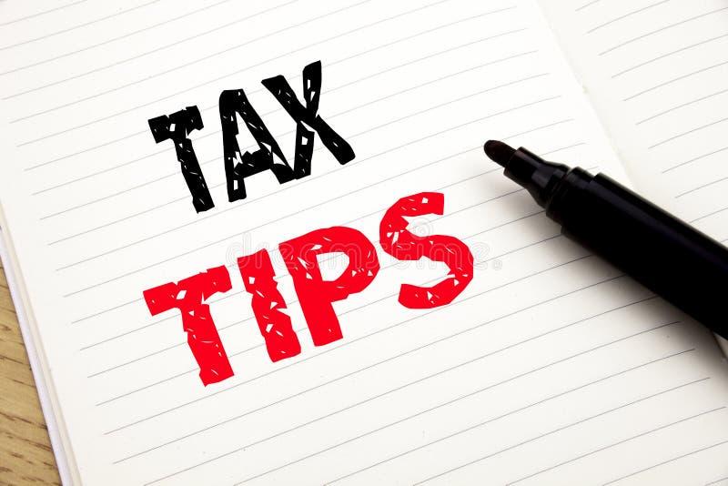 Φορολογικές άκρες Επιχειρησιακή έννοια για την αποζημίωση επιστροφής βοήθειας φορολογούμενων που γράφεται στο σημειωματάριο με το στοκ εικόνα με δικαίωμα ελεύθερης χρήσης