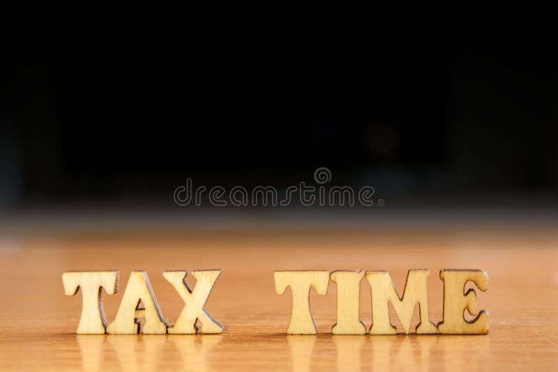Φορολογικός χρόνος λέξης στοκ εικόνες