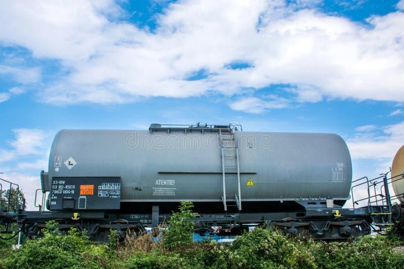Φορτίο δεξαμενών με το αέριο ή μεταφορά πετρελαίου από το σιδηρόδρομο στοκ εικόνα με δικαίωμα ελεύθερης χρήσης