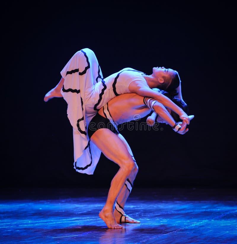 Φορτίο-θέλημα στο λαβύρινθος-σύγχρονο χορός-χορογράφο Martha Graham στοκ φωτογραφίες