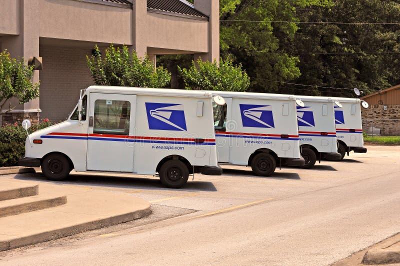 Φορτηγά Ηνωμένης ταχυδρομικής υπηρεσίας στοκ φωτογραφίες με δικαίωμα ελεύθερης χρήσης