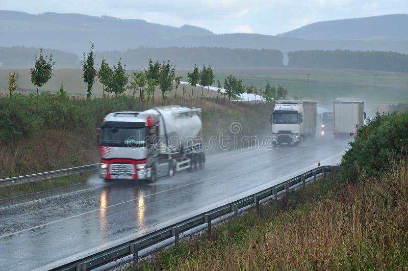 Φορτηγά κυκλοφορίας στοκ εικόνα με δικαίωμα ελεύθερης χρήσης