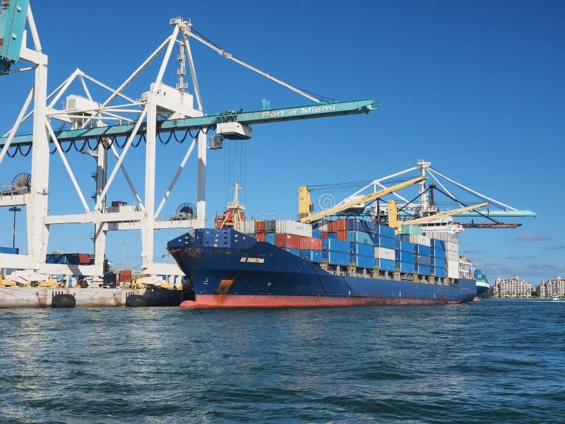 Φορτηγά πλοία στο λιμένα του Μαϊάμι, Φλώριδα στοκ φωτογραφίες