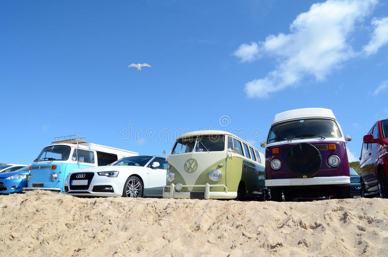 Φορτηγά τροχόσπιτων στην παραλία στοκ φωτογραφίες με δικαίωμα ελεύθερης χρήσης