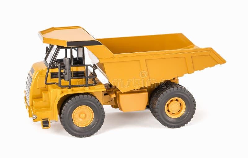 Φορτηγό απορρίψεων παιχνιδιών με το κρεβάτι ανοικτός-κιβωτίων Πλαστικό αυτοκίνητο φορτηγών έλξης παιχνιδιών παιδιών με απομονωμέν στοκ φωτογραφία με δικαίωμα ελεύθερης χρήσης