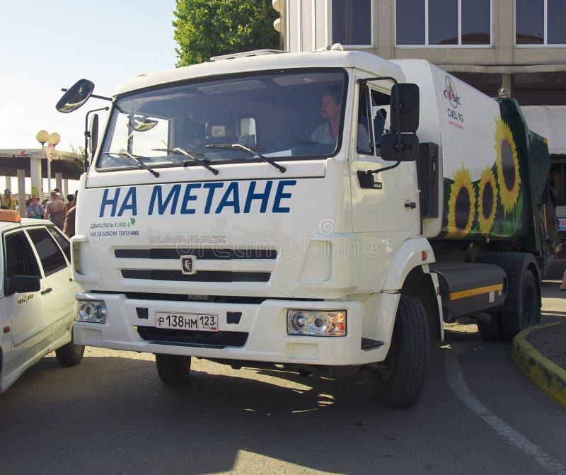 Φορτηγό για την αφαίρεση απορριμάτων, που λειτουργεί στο μεθάνιο φυσικού αερίου στοκ εικόνες