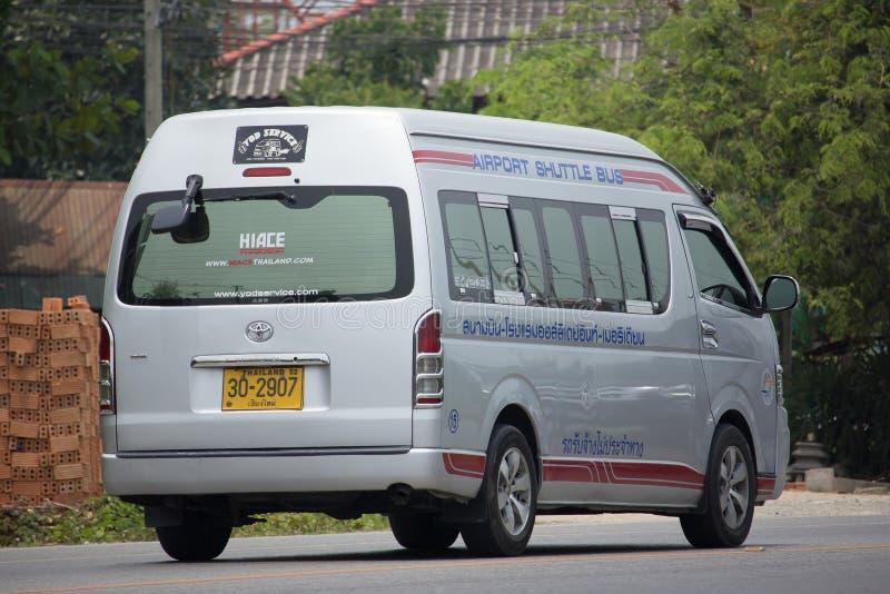 Φορτηγό λεωφορείων οχημάτων πυκνών δρομολογίων αερολιμένων, υπηρεσία για τον επιβάτη του αερολιμένα από το ο στοκ φωτογραφία