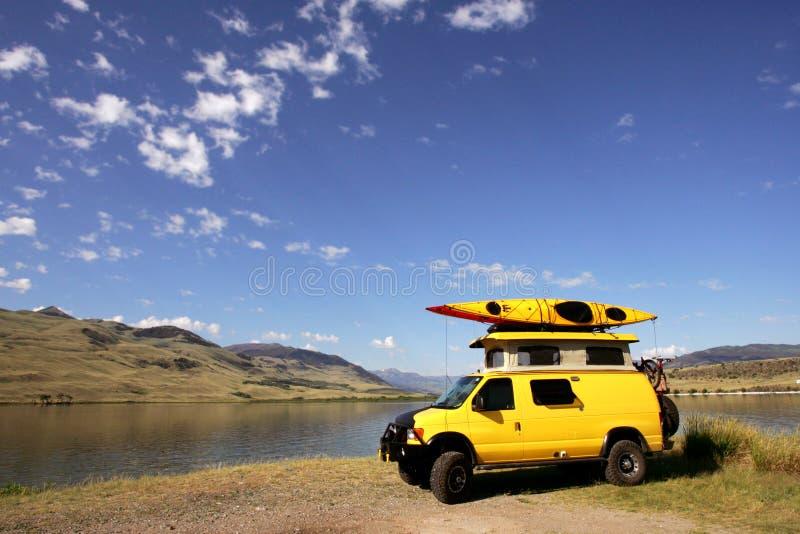 φορτηγό κίτρινο στοκ εικόνες με δικαίωμα ελεύθερης χρήσης