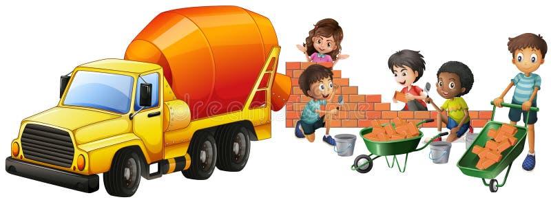 Φορτηγό και παιδιά αναμικτών τσιμέντου που βάζουν τα τούβλα ελεύθερη απεικόνιση δικαιώματος