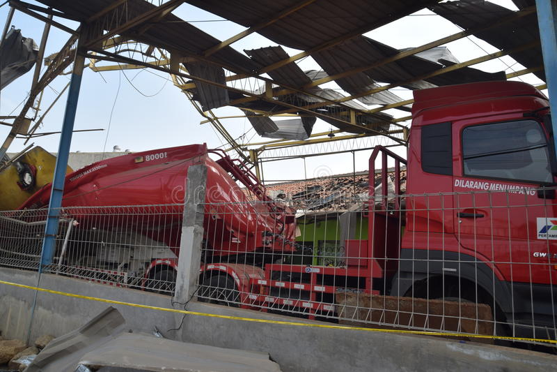 Φορτηγό καυσίμων που εκρήγνυται στοκ εικόνες με δικαίωμα ελεύθερης χρήσης