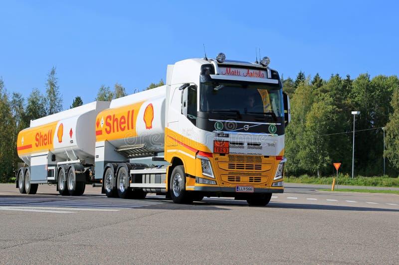 Φορτηγό καυσίμων της Shell στοκ φωτογραφίες