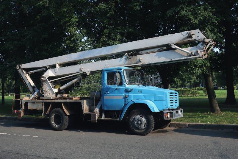 Φορτηγό με ένα λίκνο στοκ εικόνες