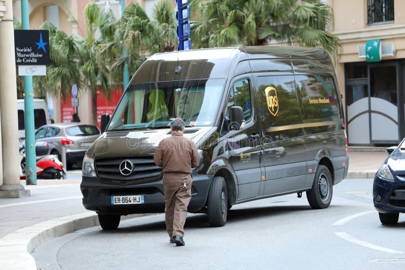 Φορτηγό παράδοσης UPS στη Γαλλία στοκ φωτογραφία