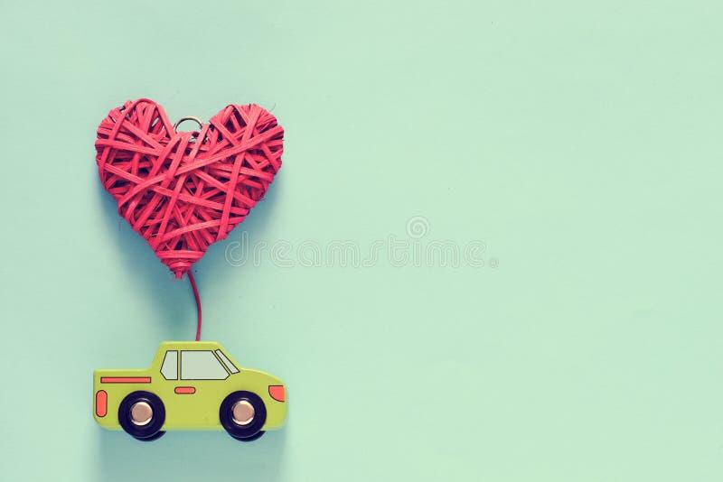 Φορτηγό που ρυμουλκεί την υφαμένη καρδιά στοκ φωτογραφίες με δικαίωμα ελεύθερης χρήσης