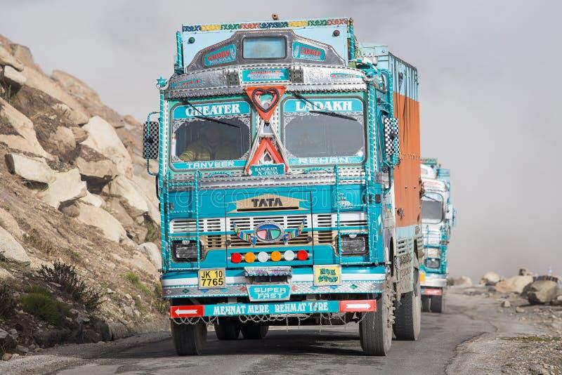 Φορτηγό στο μεγάλο υψόμετρο Manali - το δρόμο Leh, Ινδία στοκ φωτογραφίες με δικαίωμα ελεύθερης χρήσης