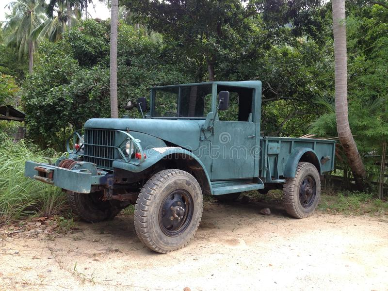 Φορτηγό στρατού στη ζούγκλα στοκ φωτογραφία με δικαίωμα ελεύθερης χρήσης