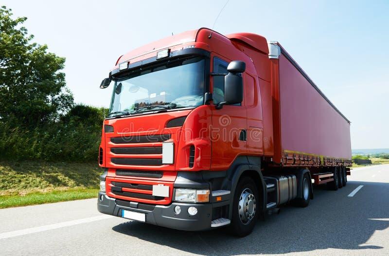 Φορτηγό φορτηγών στο δρόμο εθνικών οδών στοκ φωτογραφίες