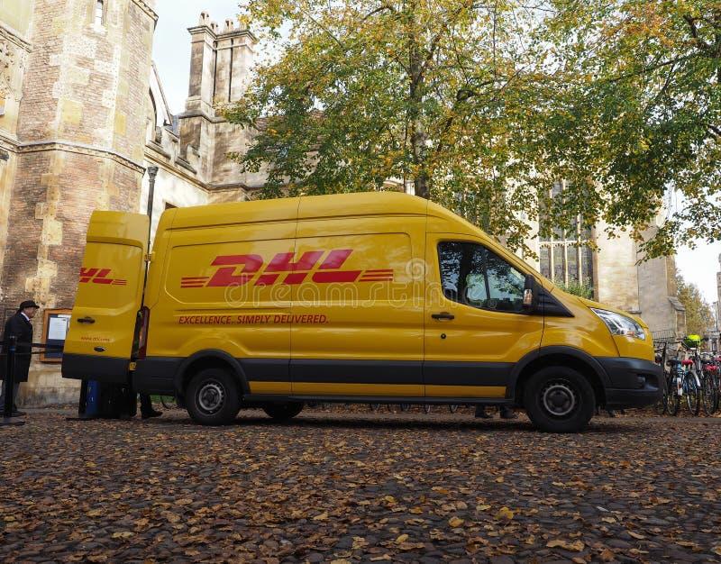Φορτηγό DHL στο Καίμπριτζ στοκ εικόνα