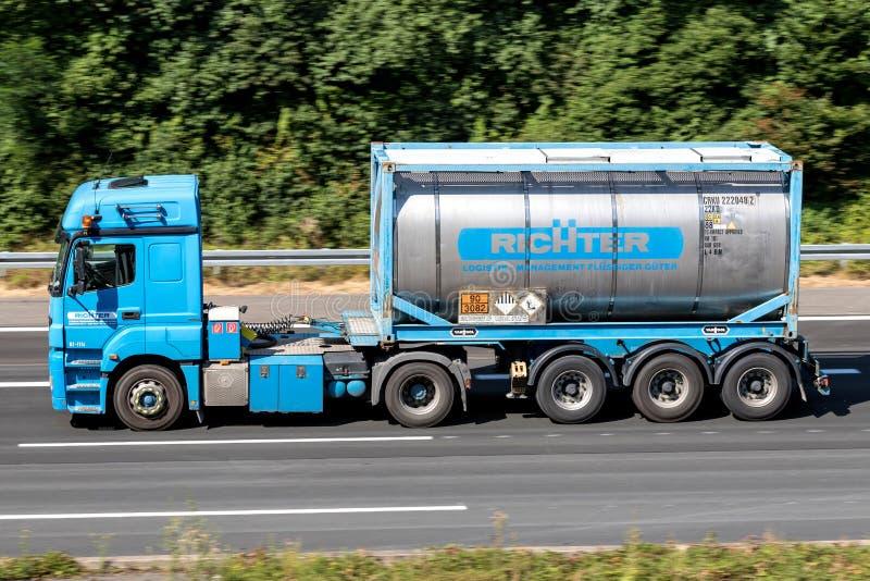 Φορτηγό Richter στον αυτοκινητόδρομο στοκ εικόνα με δικαίωμα ελεύθερης χρήσης