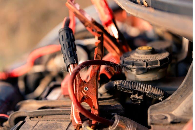 Φορτιστής μπαταριών αυτοκινήτων συσσωρευτών στοκ εικόνες
