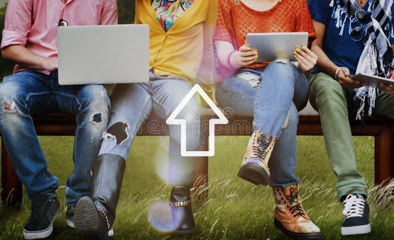 Φορτώστε την έννοια επιτυχίας αύξησης Διαδικτύου τεχνολογίας δικτύωσης στοκ φωτογραφίες
