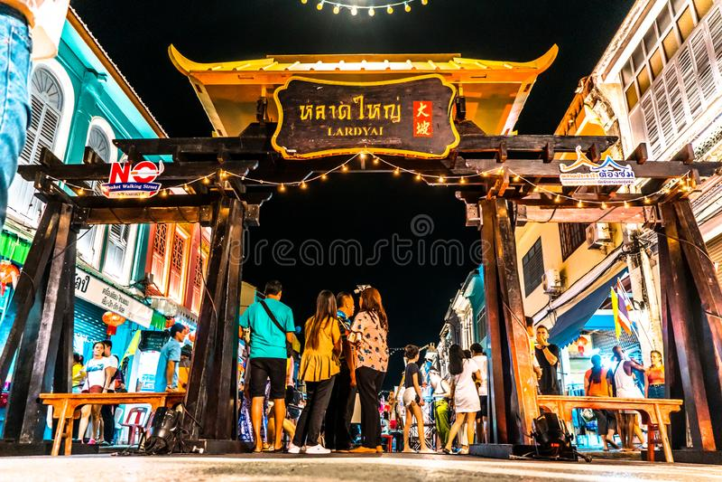 ΦΟΥΚΈΤ, ΤΑΪΛΆΝΔΗ - 26 ΜΑΐΟΥ 2019: Lard Yai Pulket Walk Street Night Market, Κάθε Κυριακή διάσημη Αγορά Πεζών Τέλεια στοκ φωτογραφία