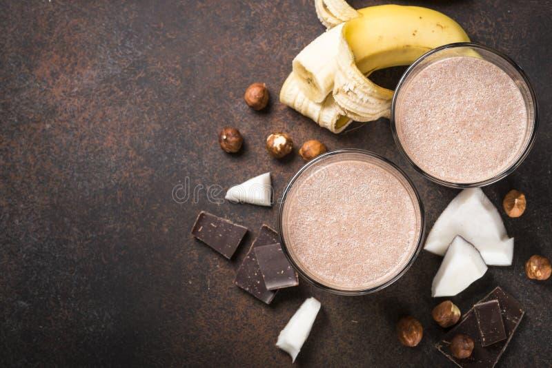 Φουντούκι καρύδων μπανανών σοκολάτας milkshake ή καταφερτζής στοκ φωτογραφία