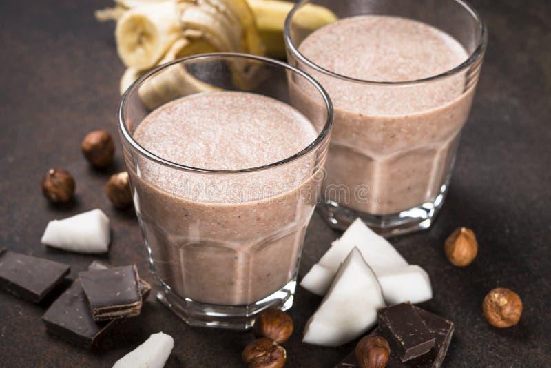 Φουντούκι καρύδων μπανανών σοκολάτας milkshake ή καταφερτζής στοκ εικόνα με δικαίωμα ελεύθερης χρήσης