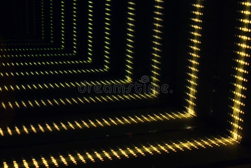 Φουτουριστική αφηρημένη διαστημική επίδραση σηράγγων αποβαθρών sci-Fi με τα κίτρινα φω'τα στοκ φωτογραφία με δικαίωμα ελεύθερης χρήσης