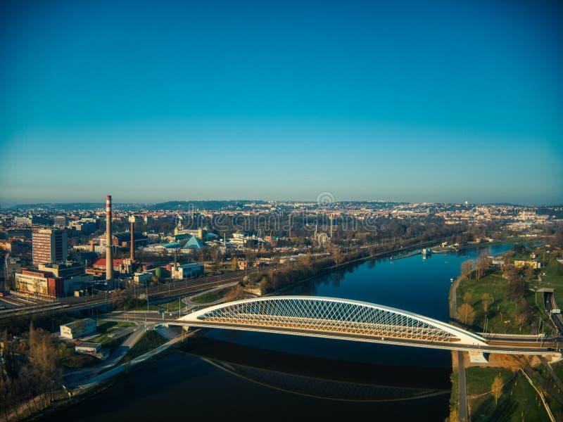 Φουτουριστική γέφυρα troja σε Holesovice Πράγα στοκ εικόνα με δικαίωμα ελεύθερης χρήσης