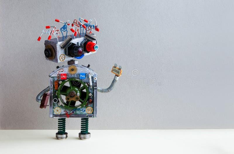 Φουτουριστικό ηλεκτρικό καλώδιο ρομπότ hairstyle, βραχίονας βουλωμάτων Ο δημιουργικός μηχανισμός παιχνιδιών σχεδίου ρομποτικός, α στοκ εικόνες